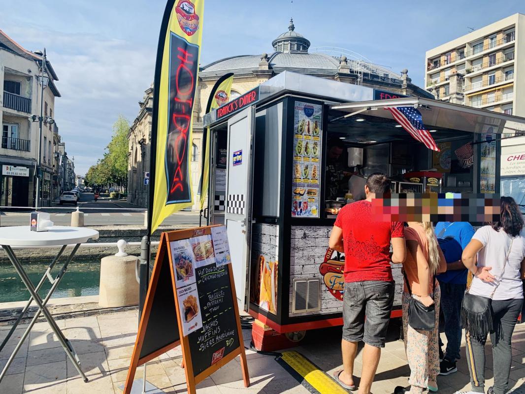 @hotdogtraiteur sur les Quais de Troyes