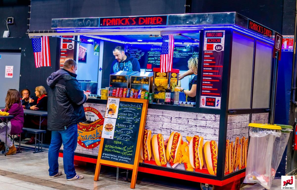Food truck New Yorkais de hot-dogs bagel and nachos